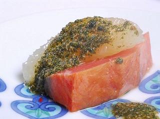 鱒の燻製 フィーヌゼルブソース